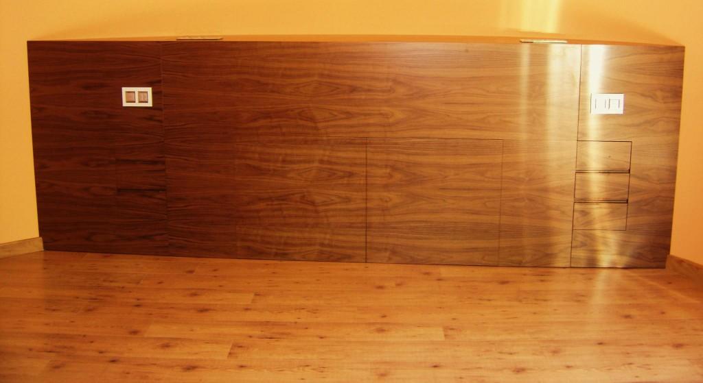 L'ebenisteria és una especialitat del treball de la fusta en la qual per mitjà del tallat, tornejat, llaurat, acoblament i encolat s'elaboren mobles en fustes fines, especialment en eben (també anomenat banús), de la qual pren el nom. Els dos models tradicionals més comuns d'ebenisteria són el xinès i l'europeu.