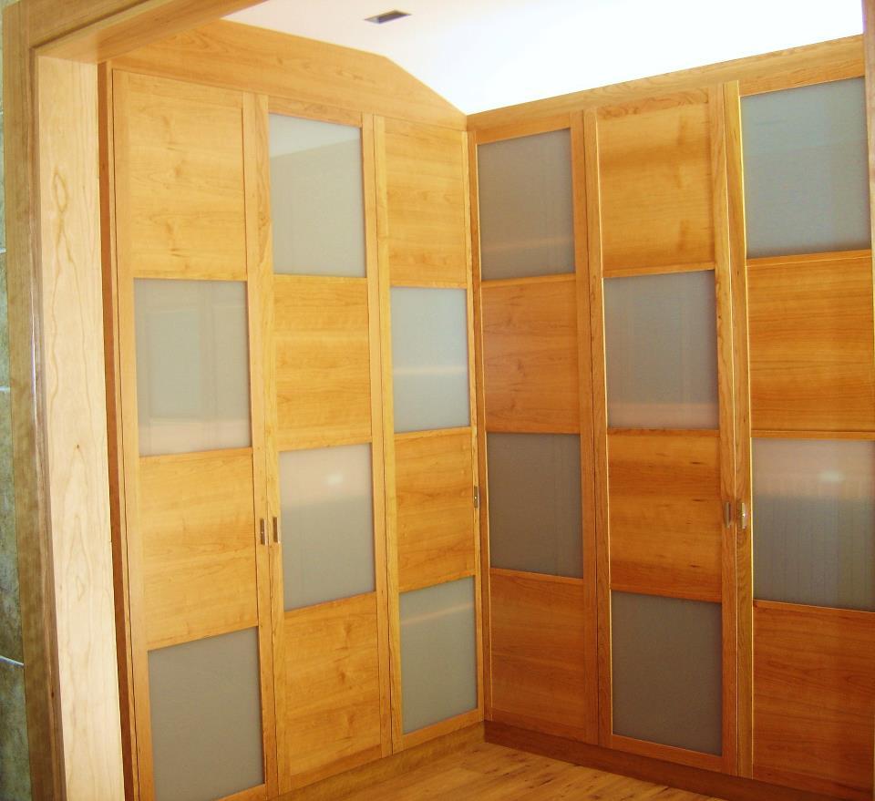 Portes interiors corredisses. Les portes corredisses són una molt bona solució per guanyar espais i poder disposar d'una porta en un lloc on seria molt incòmode instal.lar una porta practicable.