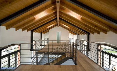 El nostres treballs en fusteria a Andorra son tant per interior, com poden ser altells i sostres de fusta, com per l'exterior de les cases i vivendes, casetes de fusta pel jardí, garatges, pèrgoles i porxos de fusta.