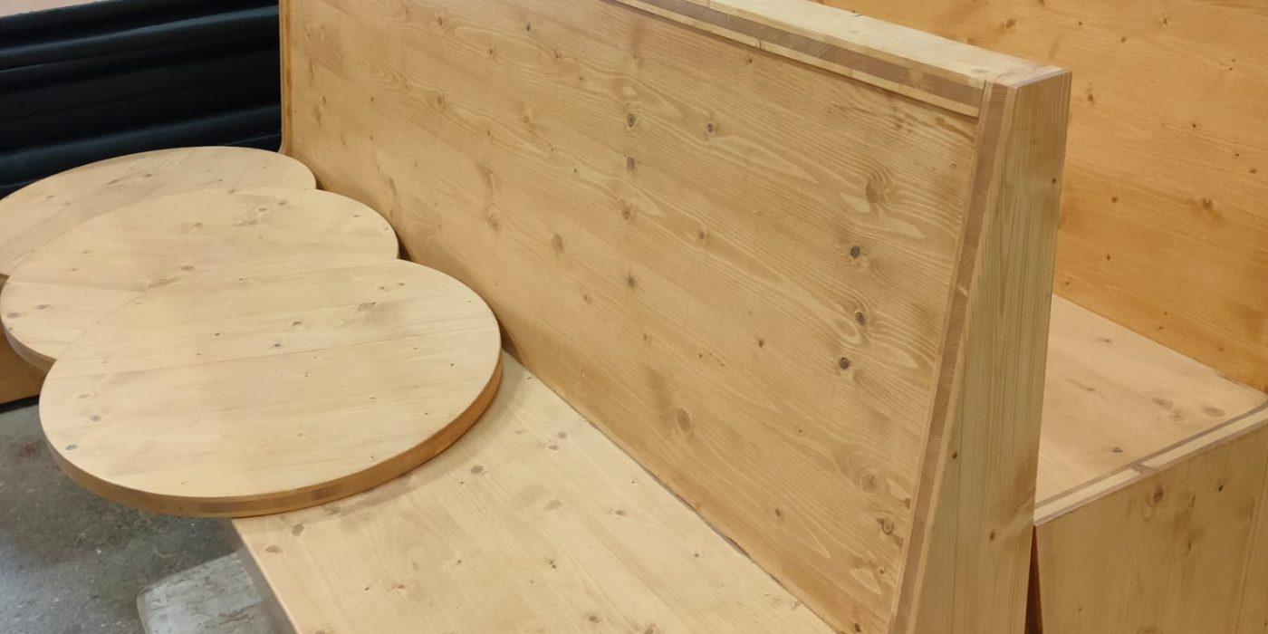 Descobreixtotes les possibilitatsde fabricació de taules d'hostaleria per a terrassa i ús interior a mida idònies per equipar restaurants, cafeteries i bars.